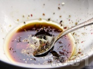 Марината за вратни пържоли с олио, соев сос, чили и пипер